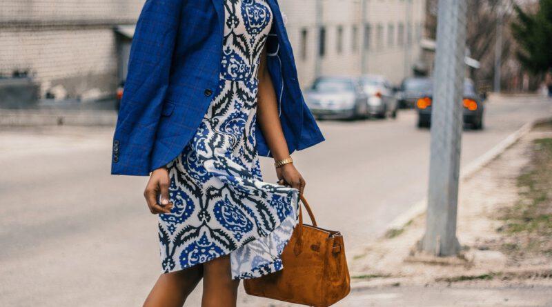 Jak nosić sukienki wwężowy print?