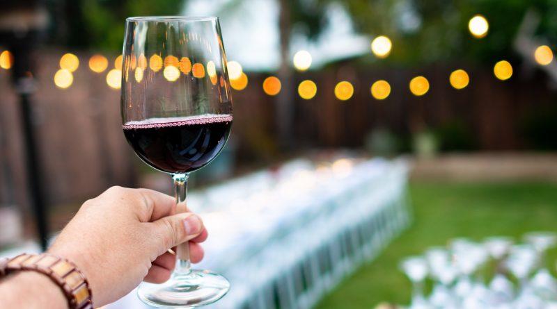 Wina półwytrawne iwytrawne – dowiedz się onich więcej odprofesjonalistów